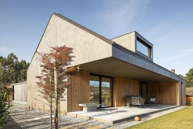 Opening the timber screens reveals a concrete House CG in Portug