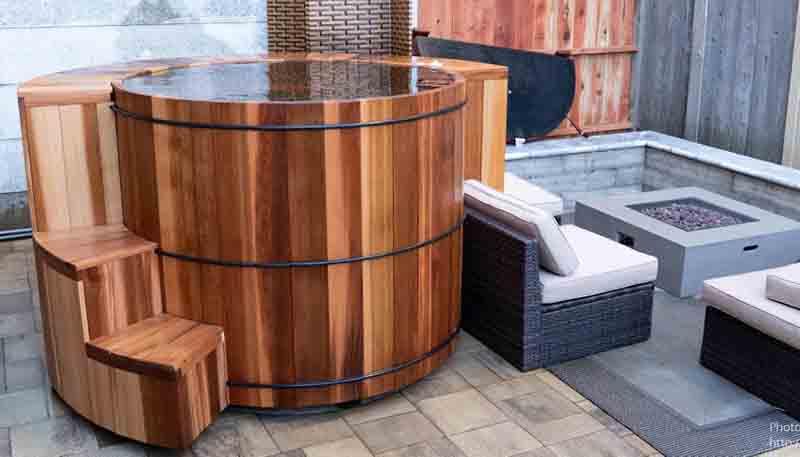 Wooden Hot Tubs, Cedar Hot Tubs & Wood Soaking Tubs at RHTu