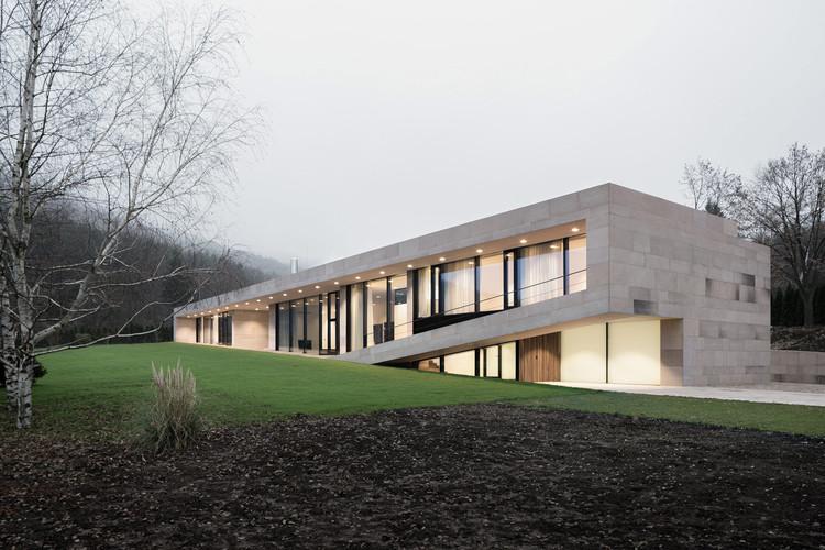 Slight Slope Long House / I/O Architects   ArchDai