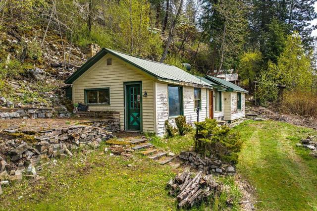 c.1920 Cozy Small Home w/ Amazing Lake & Mountain Views in Hope ID .