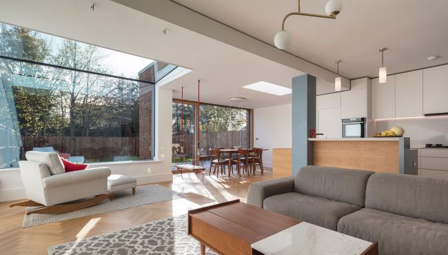 Creating a sunny living space with a seamless connection to the .