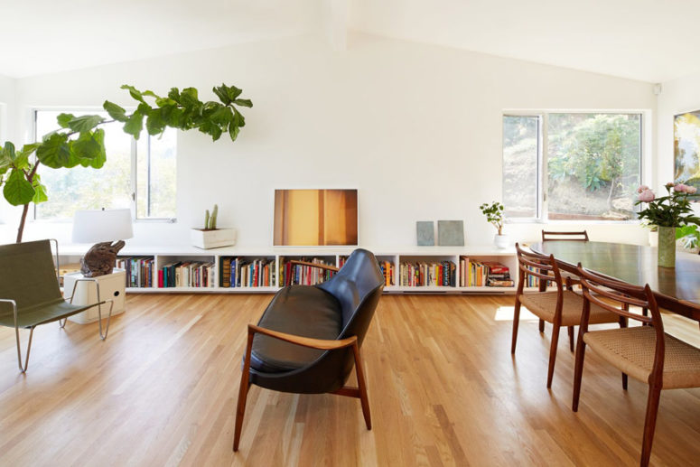Mid-Century Modern Home With Seamless Spaces - DigsDi