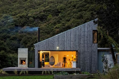 Family Retreat House Inspired by New Zealand's Backcountry Huts .