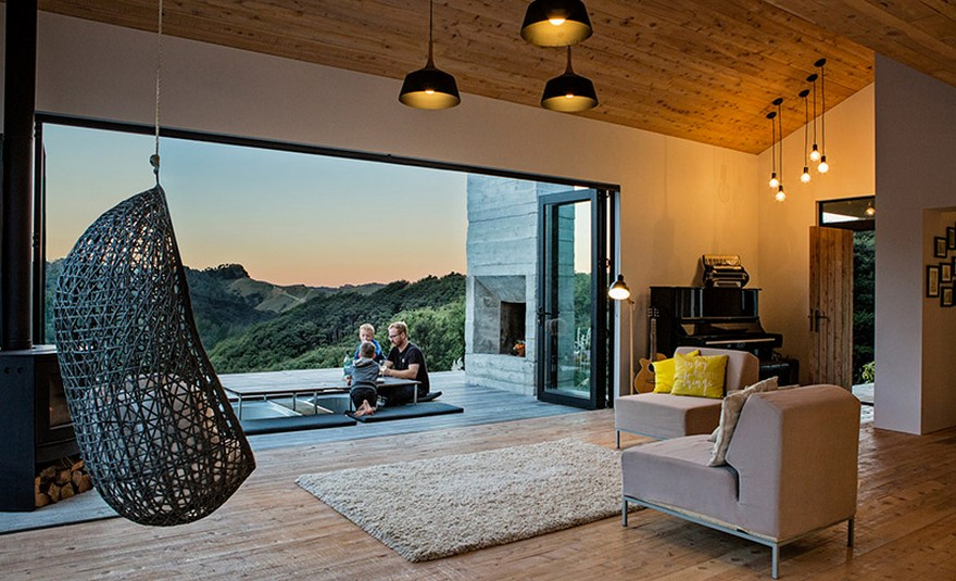 Family Retreat House Inspired by New Zealand's Backcountry Hu