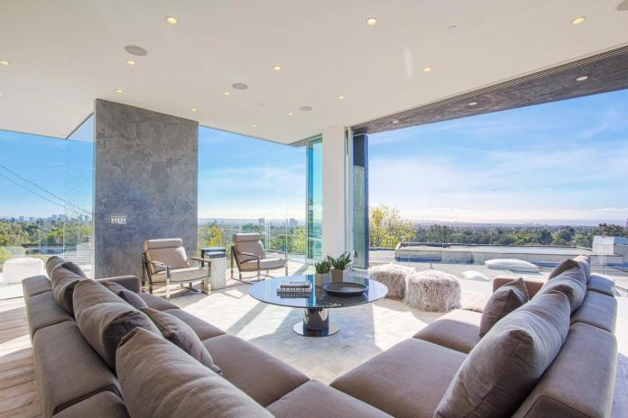 Modern interior design of a Brentwood house by by Michelle Ruben .