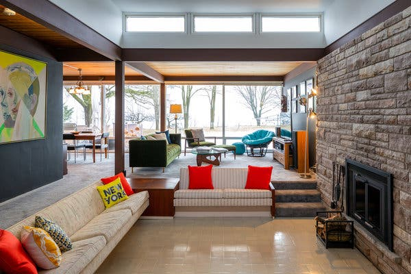 House Hunting in Toronto: An Original Midcentury-Modern for $1.6 .