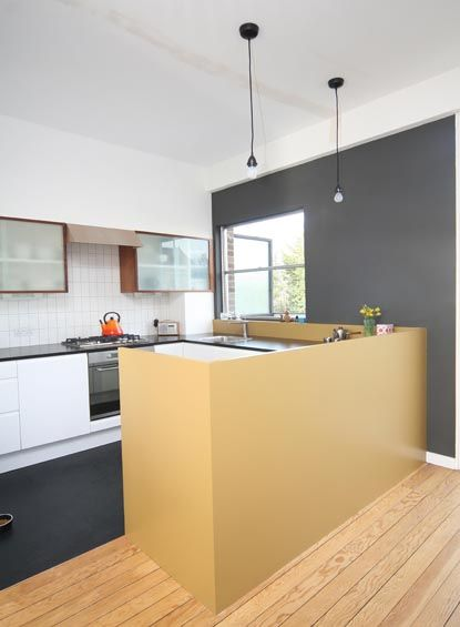 Terraced+House+with+Integrated+Garage+and+Extensive+Glazing .