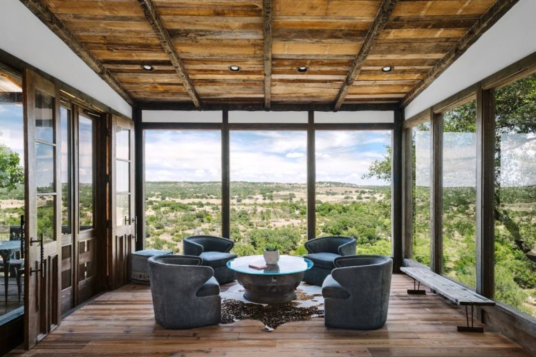 Contemporary Ranch House With Amazing Views - DigsDi