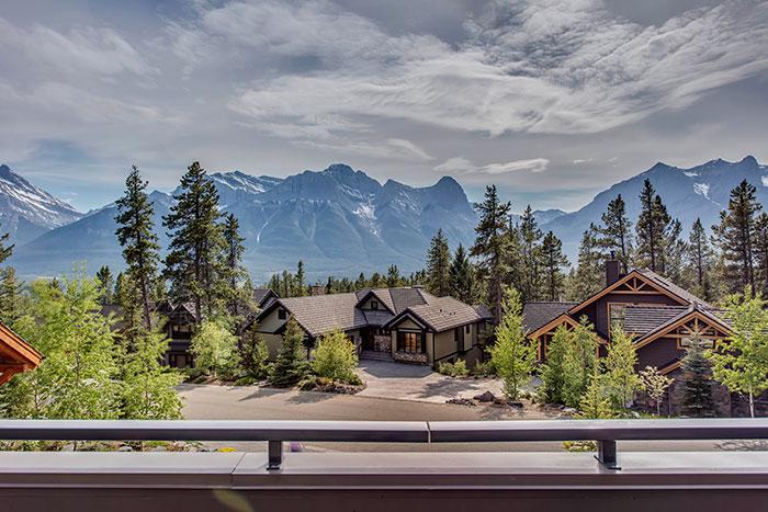 Ultimate Views in Alberta - Mountain Livi