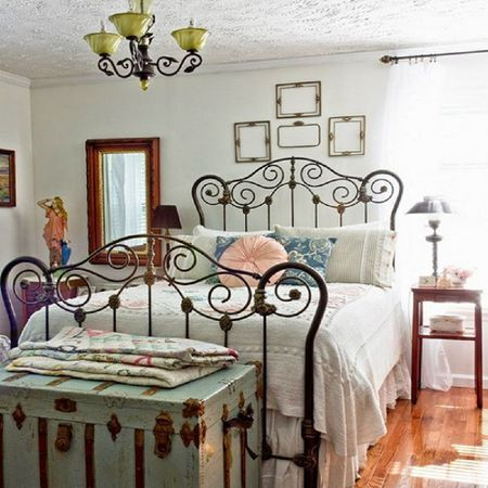Tips and Ideas for Decorating a Bedroom in Vintage Sty