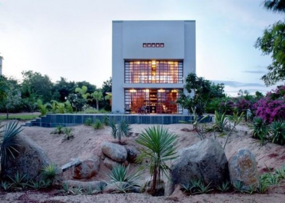 Indian House With An Extensive Use Of Concrete And Reclaimed Wood .