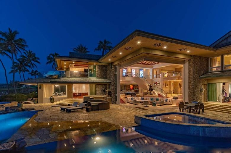 Luxury Living Indoor Outdoor Living | Christie