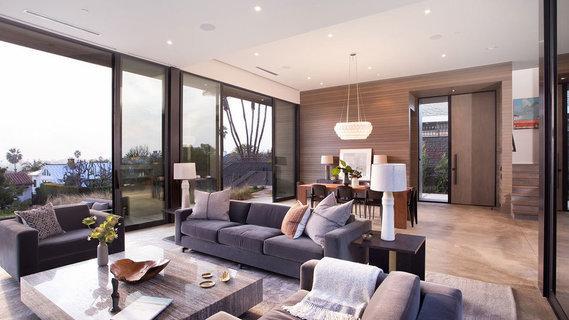 A Contemporary Santa Monica Home Emphasizes Indoor-Outdoor Living .