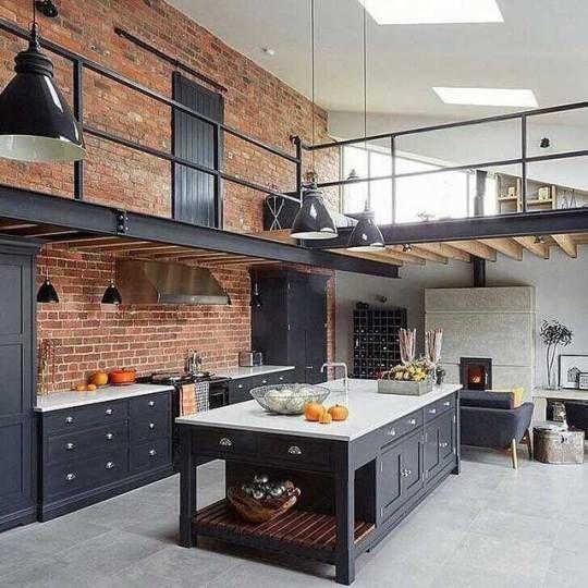 Aquela cozinha com uma pegada industrial que a gente ama .
