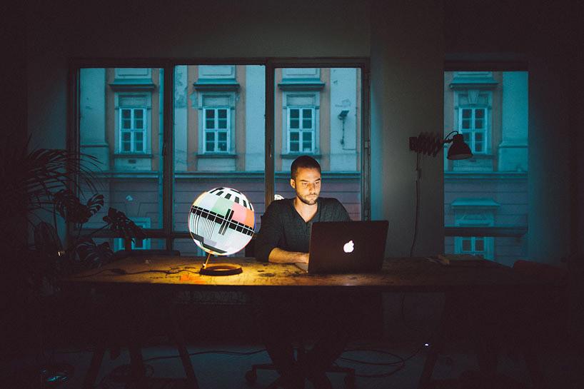 MONO Lamp Captures iconic TV te