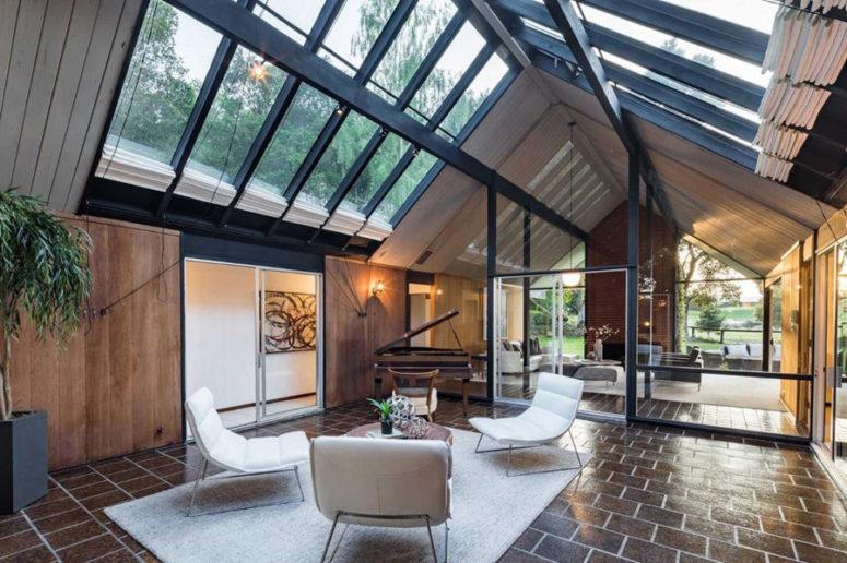 Elegant Mid-Century Modern Home With Skylights - DigsDi