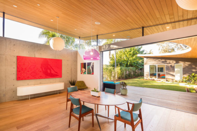U-Shaped House For Indoor/Outdoor Living - DigsDi