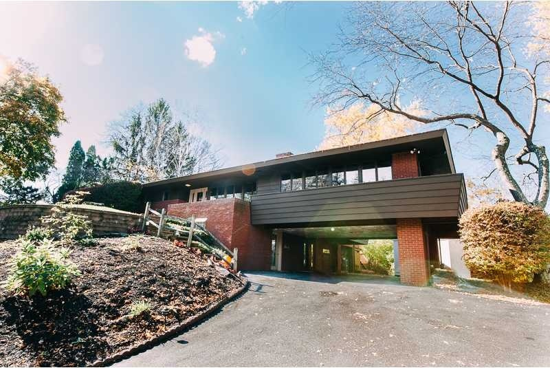 10 Mid-Century Modern Listings Just in Time for 'Mad Me