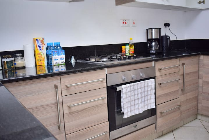 Cosy, Minimalist, African-Chic Apt in Westlands - Apartments for .