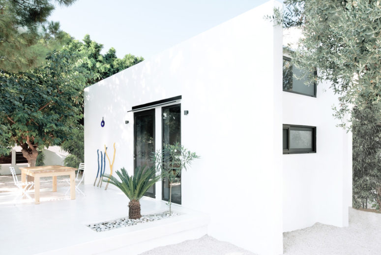 Minimalist All-White Vacation Home In Greece - DigsDi