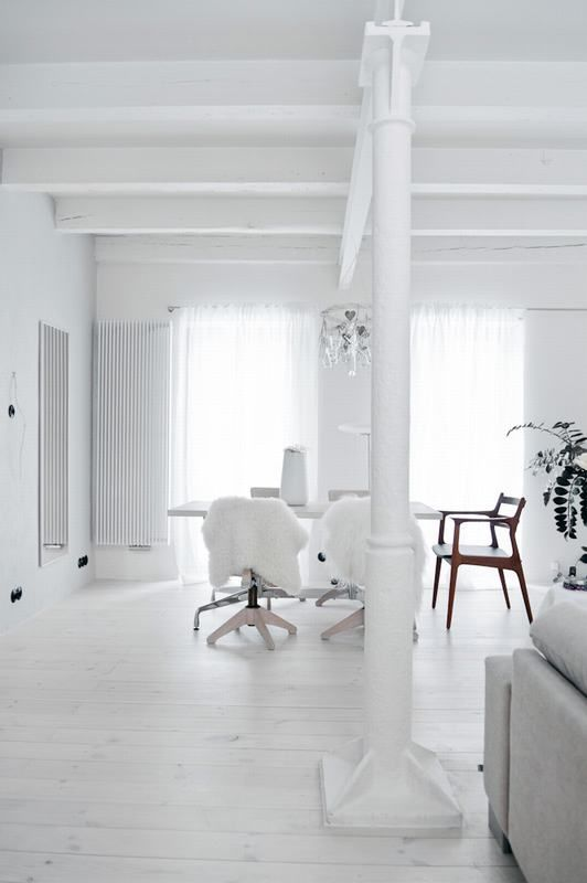 Minimalist And Airy White Loft From A Forge | White interior .