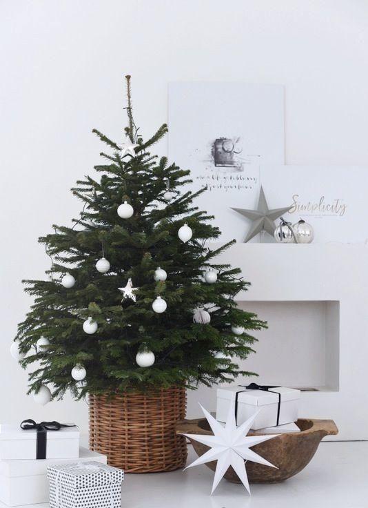 25 Cool Small Christmas Tree Decor Ideas | Small christmas trees .