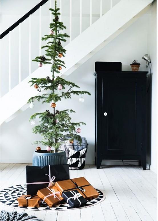 22 Minimalist And Modern Christmas Tree Décor Ideas - DigsDi
