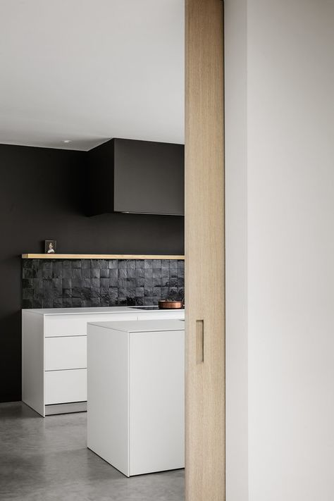 Kitchen and more | Kitchen cabinet design, Minimalist kitchen .