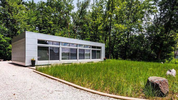 Modern and Minimalist MI Cottage Makes Lakefront Living Look .