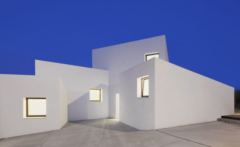 Minimalist MM House Constructed Of White Boxes - DigsDi