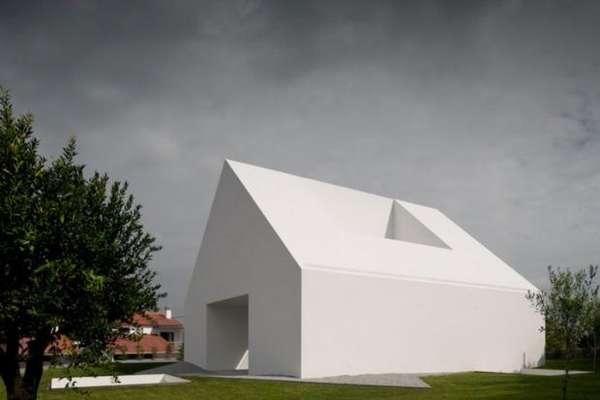 Windowless Abodes : Minimalist White Hou