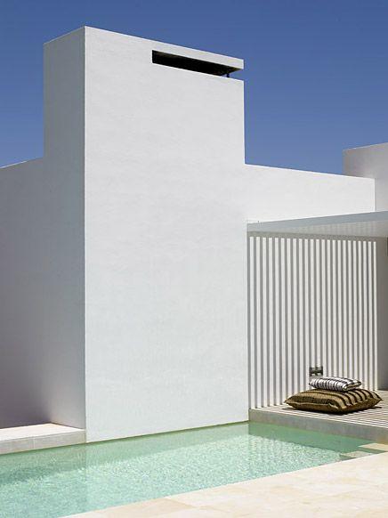 Minimalist White Summer House | HomeDesignBoa