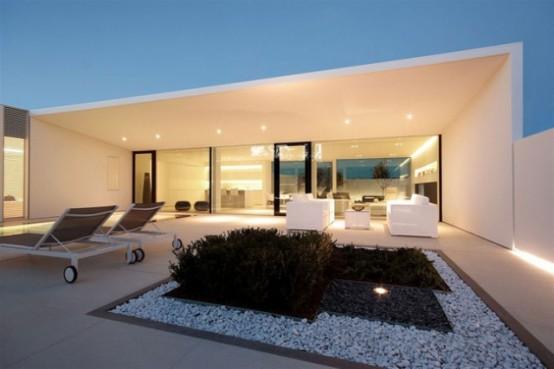 Minimalist White House In Lido Island, Venezia - DigsDi