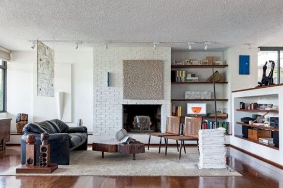 Modern Home Filled With Wood, Greenery And Artworks | Home, Casas .