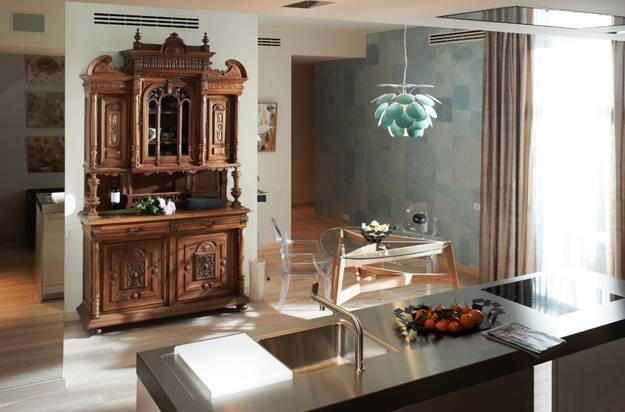 Modern Interior Design with Vintage Furniture and Decor .