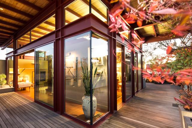 Houzz Tour: Modern Japanese Penthouse Atop a Designer's Offi