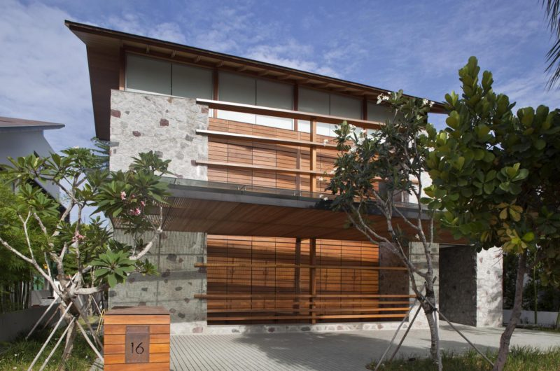 Upgraded Cove Way House by Bedmar and Shi - MyFancyHouse.c
