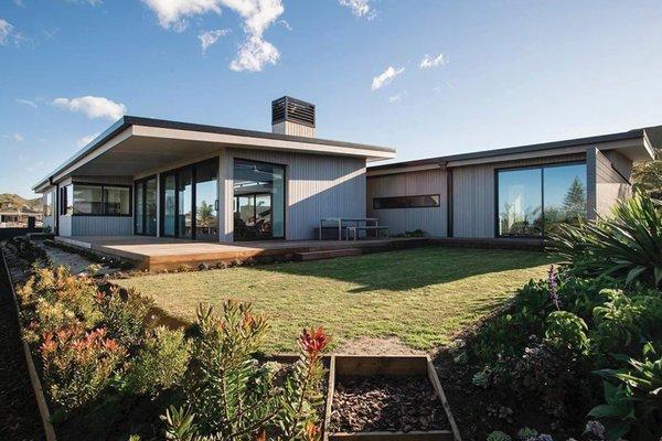 Silver House Modern Home in Gisborne, Gisborne, New Zealand by… on .