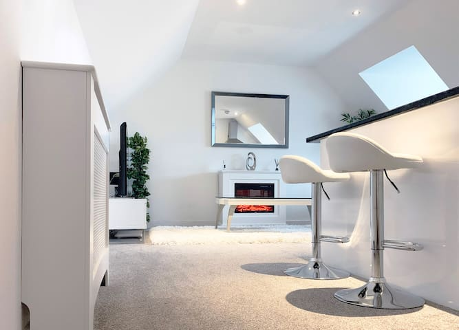 Bright and modern, stylish apartment (just off M1) - Apartments .