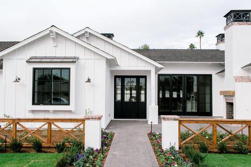 Modern White Farmhouse in Arizona – Pickled Barr