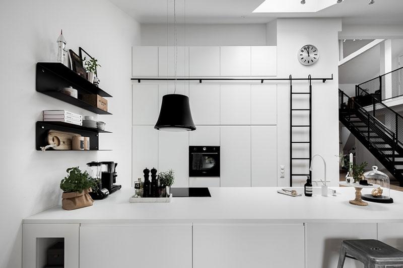 Black and white loft with mezzanine in Stockholm 〛 ◾ Фото ◾Идеи .