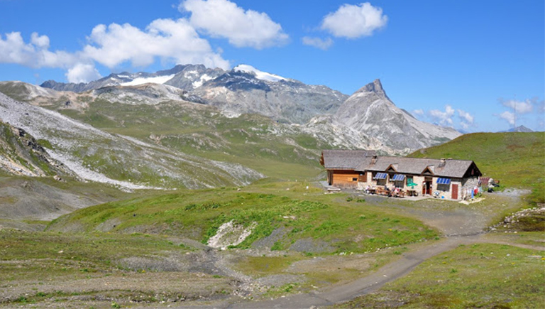 Energy storage in remote locations as in high-mountain shelte