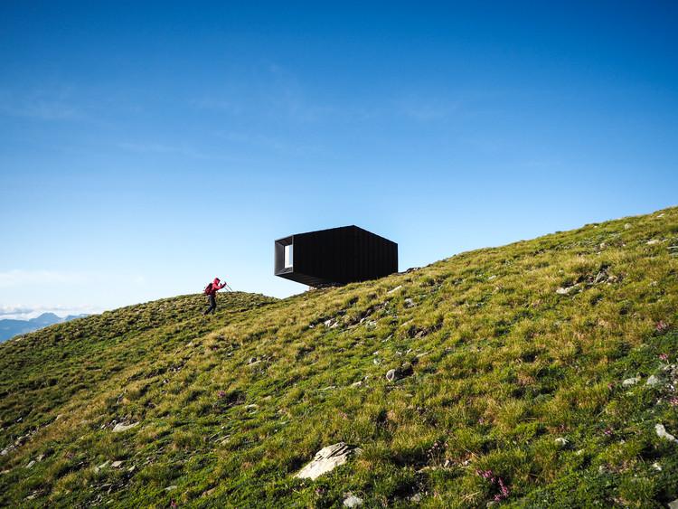 Black Body Mountain Shelter / Andrea Cassi + Michele Versaci .