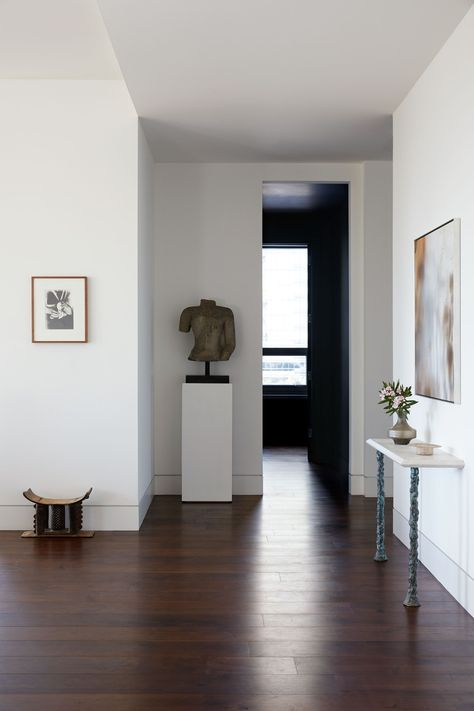 Discover a Stirring Mix of Old and New in This Houston Apartment .