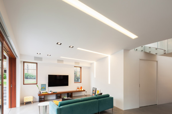 A HOUSE THAT SHIFTS VOLUMES AND GEOMETRIES - tuite real estate gro