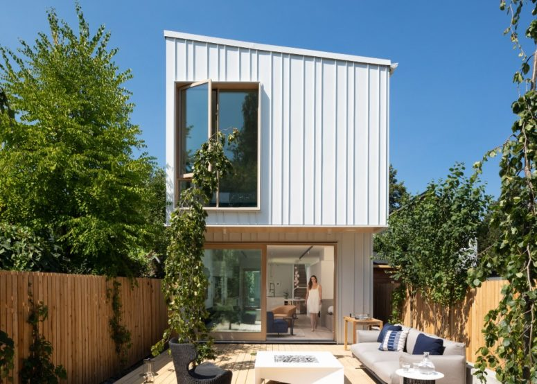 Contemporary Nordic-Inspired Home On A Narrow Slot - DigsDi