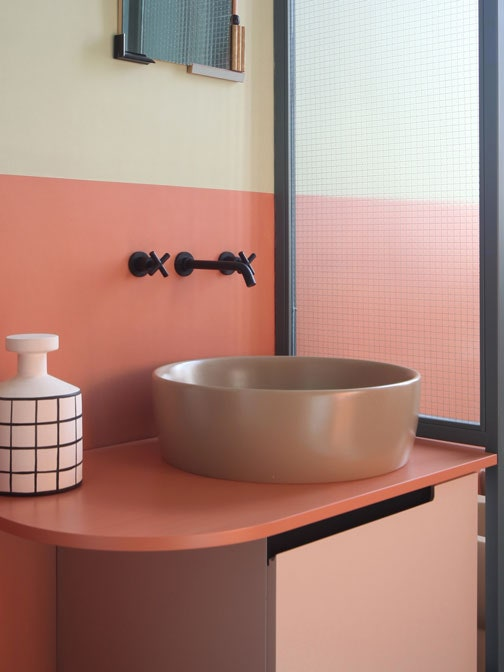 33 Small Bathroom Ideas to Make Your Bathroom Feel Bigger .