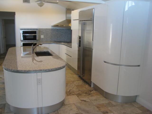 PEDINI ROUND KITCHEN ISLAND IN TEMECULA - Modern - Kitchen - San .