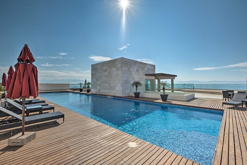 Coastal Mexico Penthouse w/Views & Rooftop Pool! UPDATED 2020 .