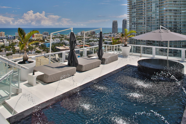 Miami Penthouse Mancave Rooftop Pool - Contemporary - Swimming .